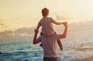 哭上热搜的爸爸,揭开无数家庭最痛伤疤:击溃一对父母,缺一次钱就够了