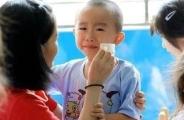 什么样的孩子在幼儿园里最容易受排挤?高清摄像头拍下了最真实的画面!