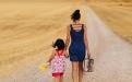 暑假第3周,一对母子签下《不要喊妈平等条约》,网友:这才是一个妈妈最大的远见!